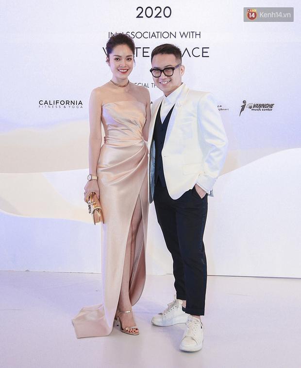 Linh Ka lần đầu diện váy xẻ ngực hun hút chặt đẹp các đàn chị, Quỳnh Anh Shyn - Đức Phúc đọ tóc dự show Chung Thanh Phong - Ảnh 20.