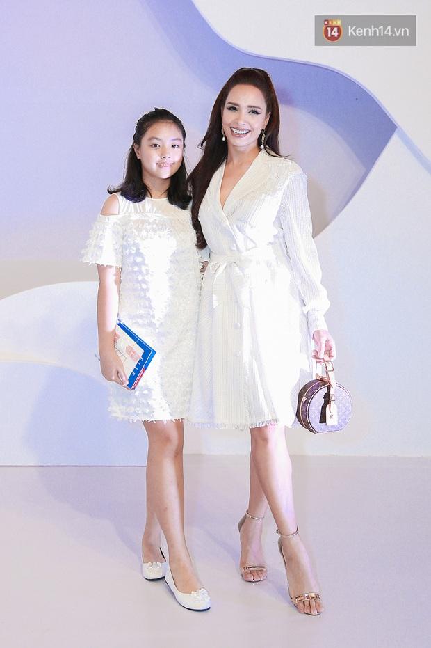 Linh Ka lần đầu diện váy xẻ ngực hun hút chặt đẹp các đàn chị, Quỳnh Anh Shyn - Đức Phúc đọ tóc dự show Chung Thanh Phong - Ảnh 21.