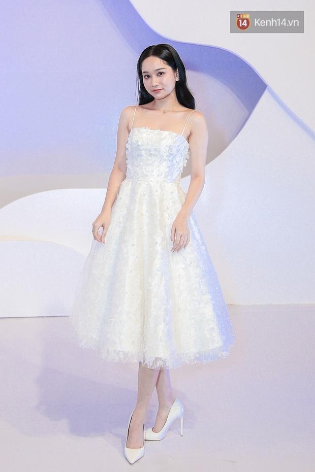 Linh Ka lần đầu diện váy xẻ ngực hun hút chặt đẹp các đàn chị, Quỳnh Anh Shyn - Đức Phúc đọ tóc dự show Chung Thanh Phong - Ảnh 14.
