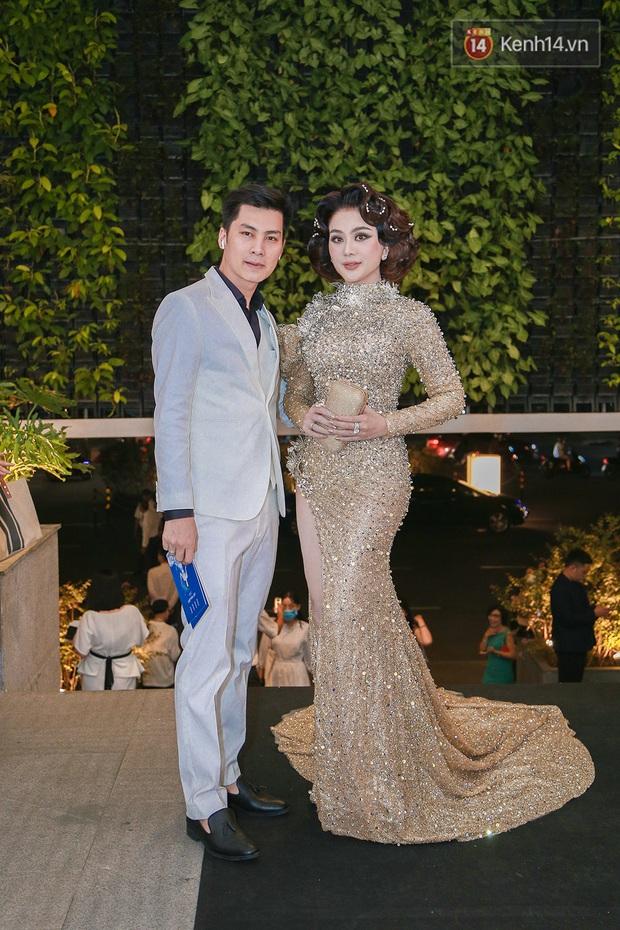 Linh Ka lần đầu diện váy xẻ ngực hun hút chặt đẹp các đàn chị, Quỳnh Anh Shyn - Đức Phúc đọ tóc dự show Chung Thanh Phong - Ảnh 13.