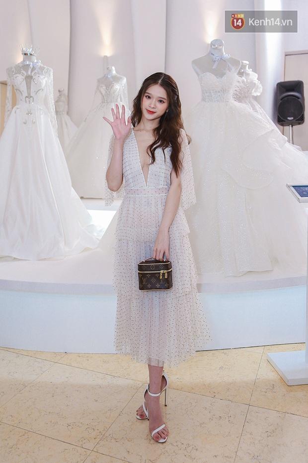 Linh Ka lần đầu diện váy xẻ ngực hun hút chặt đẹp các đàn chị, Quỳnh Anh Shyn - Đức Phúc đọ tóc dự show Chung Thanh Phong - Ảnh 1.
