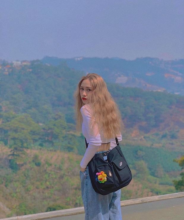 Chị áo xanh giơ bảng tên của Rap Việt: Khán giả chọc trên sân khấu cosplay lon nước ngọt nhưng ngoài đời cool lắm nha - Ảnh 9.
