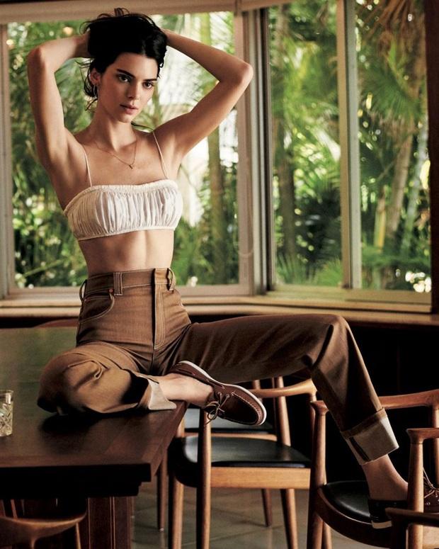 Siêu mẫu đắt giá Kendall Jenner thu về 12 triệu view với clip 10s khoe body, ai dè fan chỉ dán mắt vào phi cơ đằng sau - Ảnh 5.