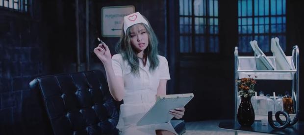 Netizen soi ra concept y tá từng được SNSD hay MAMAMOO sử dụng trước đó, mãi không sao nhưng đến Jennie thì lại bị chỉ trích? - Ảnh 1.