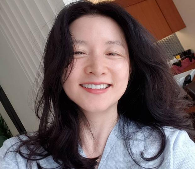 Mặt mộc 100% lộ nhan sắc thật của Dae Jang Geum Lee Young Ae: Dấu hiệu lão hoá rõ rệt nhưng vẫn được khen hết lời? - Ảnh 4.