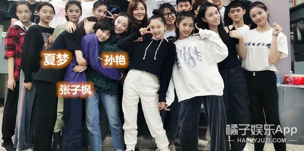 Ảnh tập thể tân SV Học viện Điện ảnh Bắc Kinh: Hoa khôi và dàn nữ sinh nổi bần bật, nam sinh lại khiến Cnet vỡ mộng - Ảnh 3.