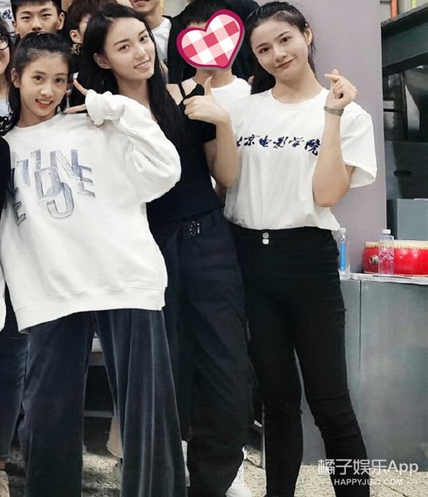 Ảnh tập thể tân SV Học viện Điện ảnh Bắc Kinh: Hoa khôi và dàn nữ sinh nổi bần bật, nam sinh lại khiến Cnet vỡ mộng - Ảnh 4.
