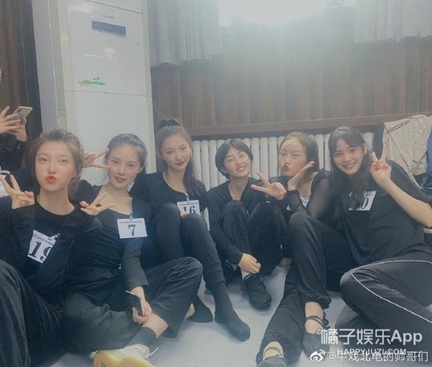 Ảnh tập thể tân SV Học viện Điện ảnh Bắc Kinh: Hoa khôi và dàn nữ sinh nổi bần bật, nam sinh lại khiến Cnet vỡ mộng - Ảnh 10.