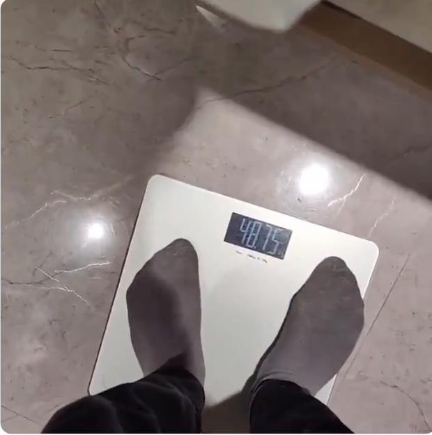 CKTG 2020: Không hợp đồ ăn Trung Quốc thì làm gì? Sao Fnatic ăn cơm kèm... Kit Kat, sụt hơn 3kg sau 14 ngày cách ly - Ảnh 3.