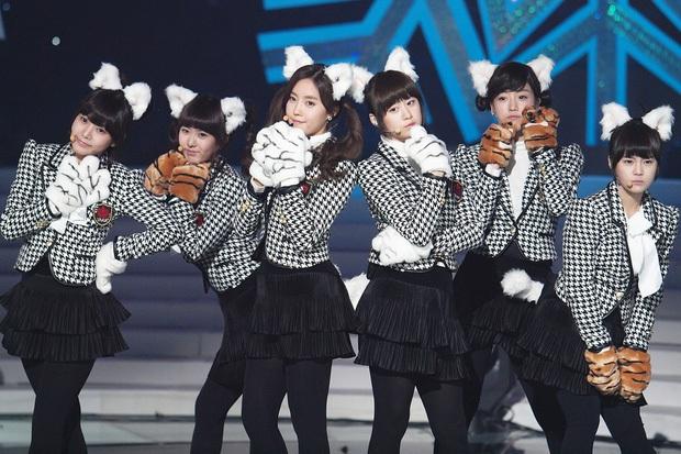T-ara bất ngờ mang hit Roly Poly lên sân khấu, fan hoài niệm về thời kỳ hoàng kim đỉnh cao nhưng đầy tiếc nuối của nhóm - Ảnh 8.