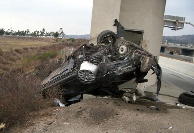 Ác mộng của gia đình Catsouras: Khi những bức ảnh hiện trường tai nạn thảm khốc của cô con gái cả trở thành trò đùa của cõi mạng Internet - Ảnh 2.