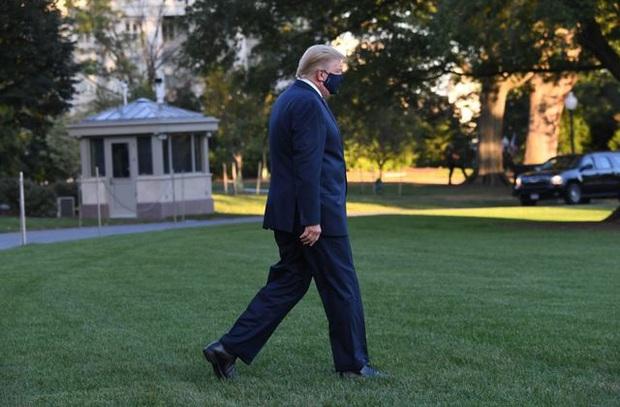 Tổng thống Mỹ vào viện và có thêm kết quả xét nghiệm Covid-19 của vợ chồng nữ thần Ivanka Trump - Ảnh 3.