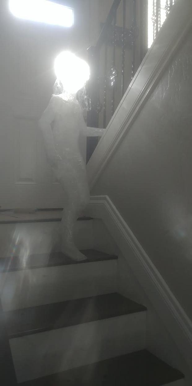 Bức ảnh như thể bóng ma bé gái xuất hiện trong nhà giữa đêm tối gây ám ảnh, sự thật khiến ai cũng phải nể bà mẹ - Ảnh 3.