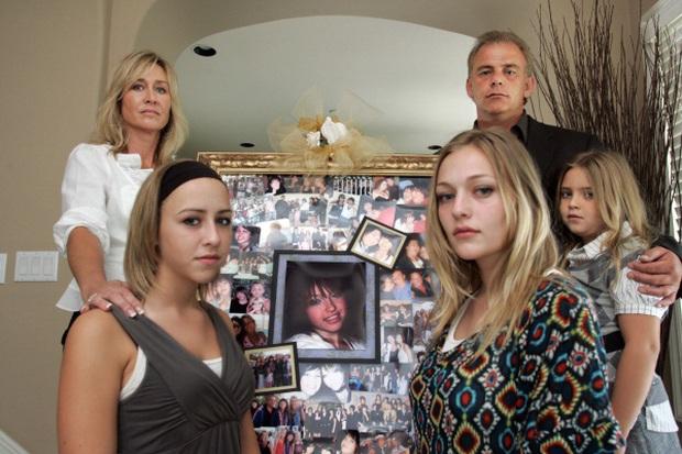 Ác mộng của gia đình Catsouras: Khi những bức ảnh hiện trường tai nạn thảm khốc của cô con gái cả trở thành trò đùa của cõi mạng Internet - Ảnh 4.