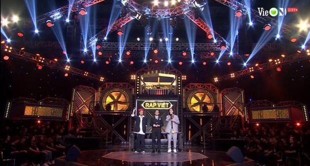 Thành Draw và RPT Gonzo mở đầu đêm nhạc retro team Binz với ca khúc kinh điển của cố nhạc sĩ Trịnh Công Sơn - Ảnh 1.