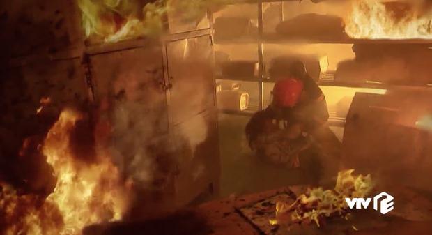 Lửa Ấm: Kịch bản ổn áp, nghề bác sĩ - cứu hỏa đầy nhân văn nhưng thoại phim sống sượng thấy tức ghê! - Ảnh 10.