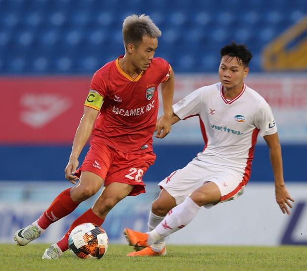 Đội hình tiêu biểu giai đoạn 1 V.League 2020: Công Phượng sát cánh bạn thân và đồng hương thầy Park - Ảnh 6.