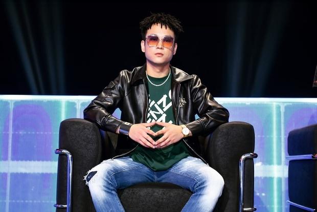 Netizen rợn da gà khi phát hiện khuôn mặt bí ẩn trắng bệch trong MV ra mắt 11 năm trước của HLV King Of Rap - Lil Shady - Ảnh 4.