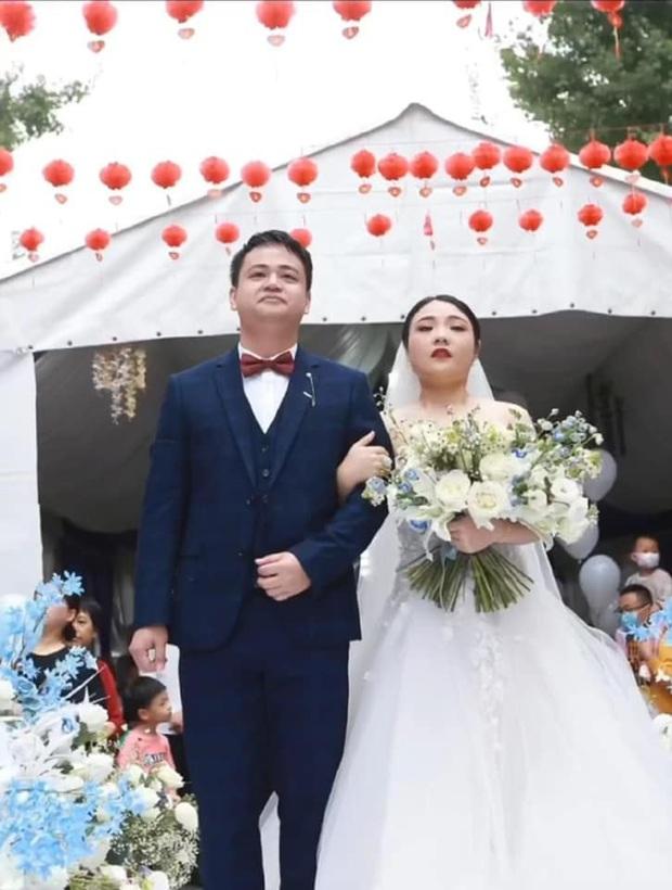 Nhờ người yêu cũ chụp hộ ảnh cưới, cặp đôi ngán ngẩm nhận về ngàn lần niềm đau với những bức ảnh chán đời không tả - Ảnh 3.