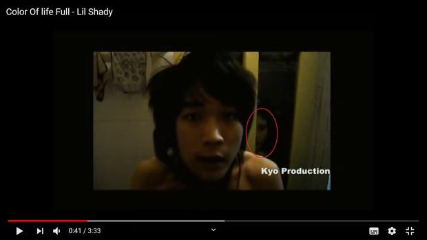 Netizen rợn da gà khi phát hiện khuôn mặt bí ẩn trắng bệch trong MV ra mắt 11 năm trước của HLV King Of Rap - Lil Shady - Ảnh 3.
