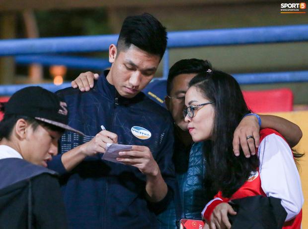 Chuyên gia Nhật Bản bất ngờ vì được HLV Park Hang-seo mời đồ ăn khi đi xem V.League - Ảnh 9.