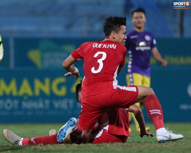 Quế Ngọc Hải nổi đoá, cùng Bùi Tiến Dũng mắng hội đồng cầu thủ Hà Nội FC - Ảnh 12.