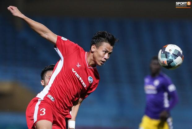 Quế Ngọc Hải nổi đoá, cùng Bùi Tiến Dũng mắng hội đồng cầu thủ Hà Nội FC - Ảnh 1.