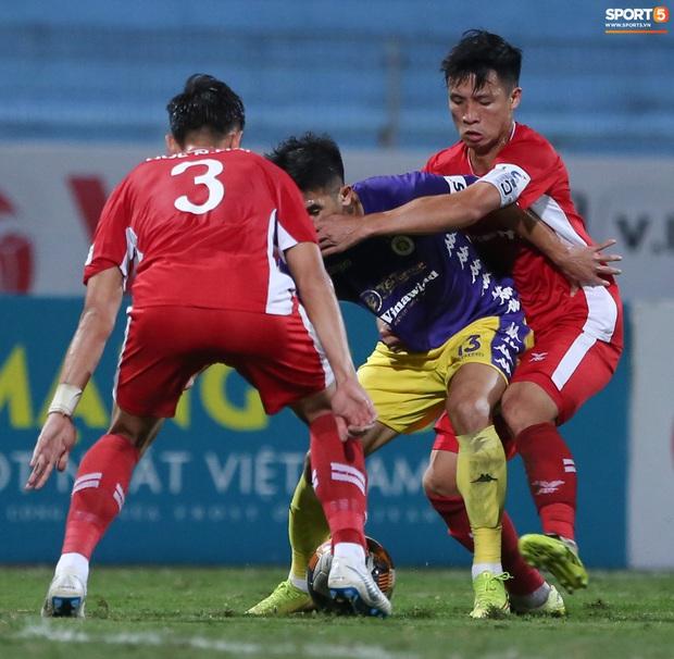 Quế Ngọc Hải nổi đoá, cùng Bùi Tiến Dũng mắng hội đồng cầu thủ Hà Nội FC - Ảnh 9.