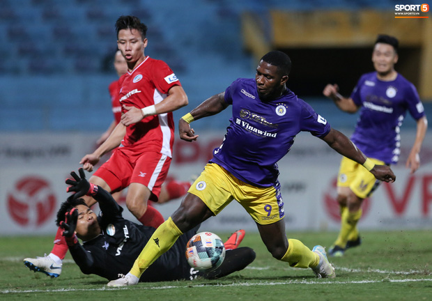 Quế Ngọc Hải nổi đoá, cùng Bùi Tiến Dũng mắng hội đồng cầu thủ Hà Nội FC - Ảnh 2.