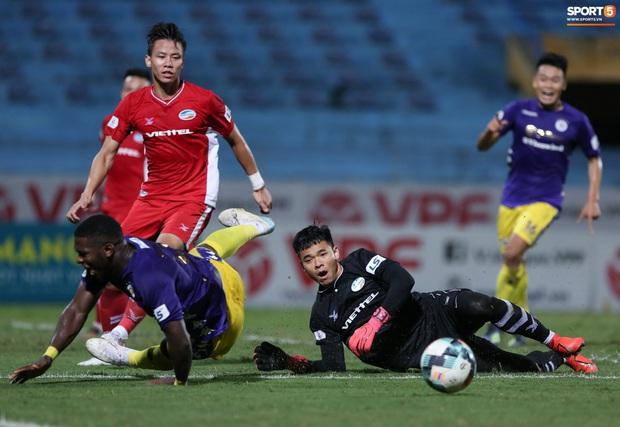 Quế Ngọc Hải nổi đoá, cùng Bùi Tiến Dũng mắng hội đồng cầu thủ Hà Nội FC - Ảnh 3.