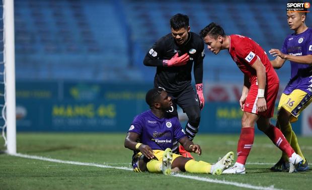 Quế Ngọc Hải nổi đoá, cùng Bùi Tiến Dũng mắng hội đồng cầu thủ Hà Nội FC - Ảnh 4.