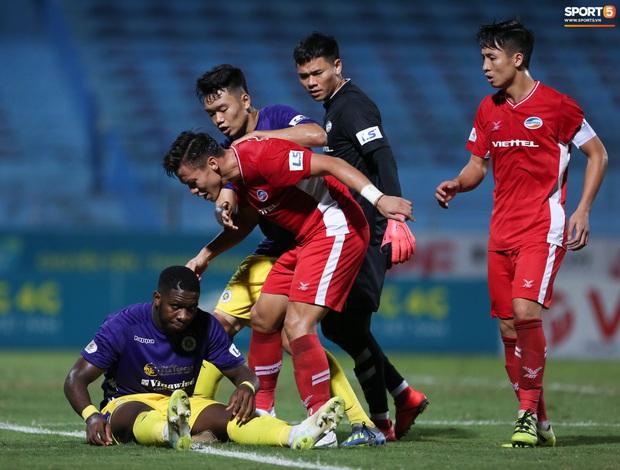 Quế Ngọc Hải nổi đoá, cùng Bùi Tiến Dũng mắng hội đồng cầu thủ Hà Nội FC - Ảnh 6.