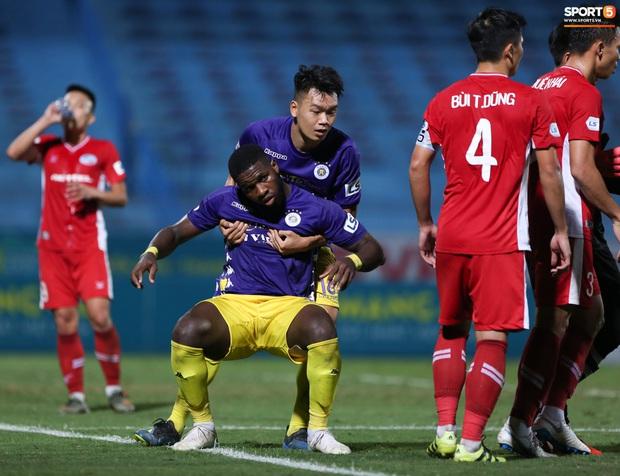 Quế Ngọc Hải nổi đoá, cùng Bùi Tiến Dũng mắng hội đồng cầu thủ Hà Nội FC - Ảnh 7.