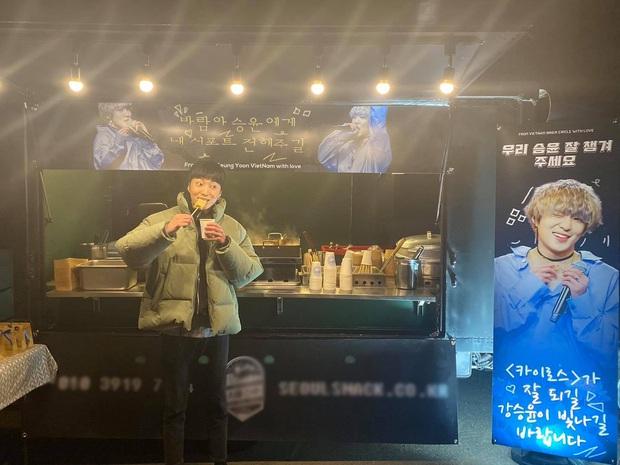 """V-netizens mới kết nạp thêm 1 """"con rể Việt Nam"""": Tự khoe ảnh thưởng thức đồ ăn do fan Việt tặng, cưng quá trời! - Ảnh 3."""