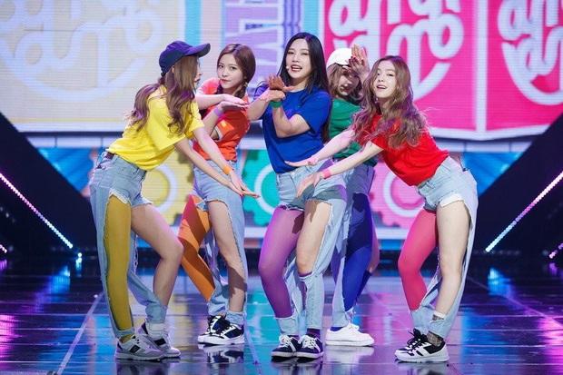 Cùng là 2 bông hoa tai tiếng của SM, nhưng sao style của Irene - Chanyeol lại trái ngược éo le cỡ này? - Ảnh 10.