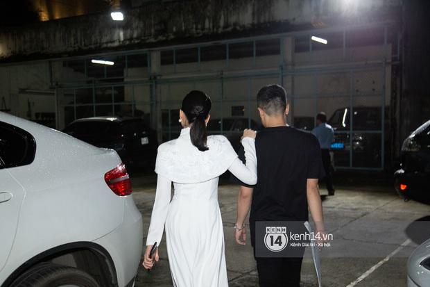 ĐỘC QUYỀN: Trai trẻ kém 12 tuổi Lâm Bảo Châu ngồi chờ sẵn, đích thân lái xe đưa Lệ Quyên ra về ngay sau khi diễn xong - Ảnh 2.