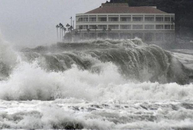 Biển Đông có thể đón bão số 10 vào ngày 1/11 - Ảnh 1.