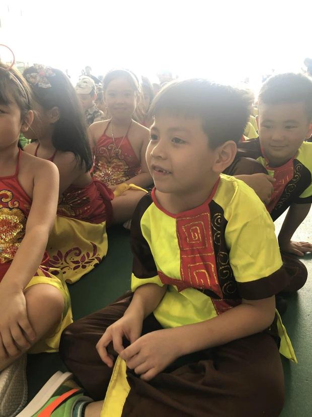 Hỏi giữa Tiếng Việt và Toán, môn nào quan trọng hơn? Con trai có câu trả lời khiến ông bố xin hàng vì quá bá đạo - Ảnh 1.