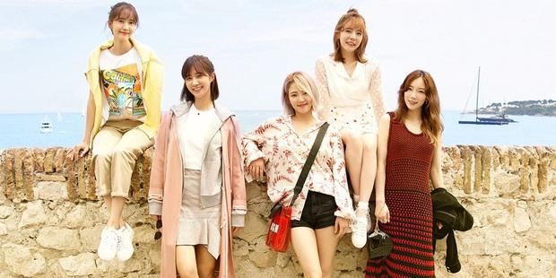 Thả hint comeback cho cố rồi cuối cùng đưa SNSD đi bán lịch, fan Việt truy sát trang FB của SM đòi công bằng cho các chị! - Ảnh 1.