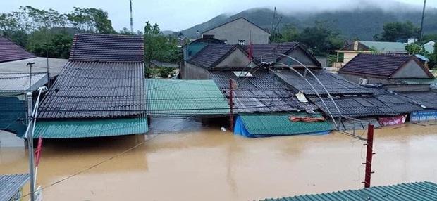 Nghệ An: Bốn người chết, mất tích do mưa lũ, nhiều trường cho học sinh nghỉ học - Ảnh 1.