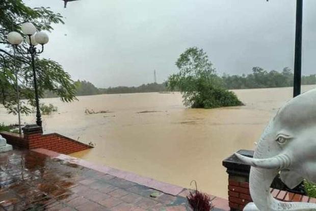 Nghệ An: Bốn người chết, mất tích do mưa lũ, nhiều trường cho học sinh nghỉ học - Ảnh 2.