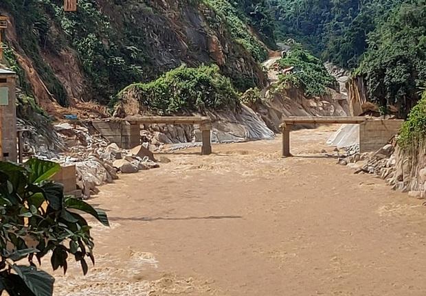 Quảng Nam đề nghị Bộ Quốc phòng dùng trực thăng tiếp tế lương thực cho 3.000 hộ dân - Ảnh 1.