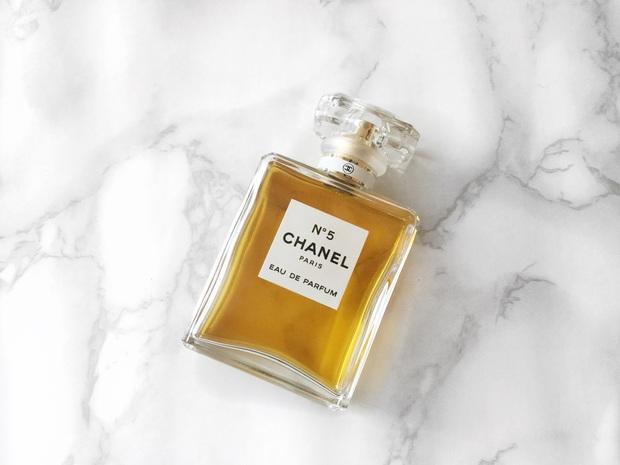 Nàng BTV chỉ ra 5 chai nước hoa Chanel đáng mua nhất cho những nàng công sở thời thượng - Ảnh 9.