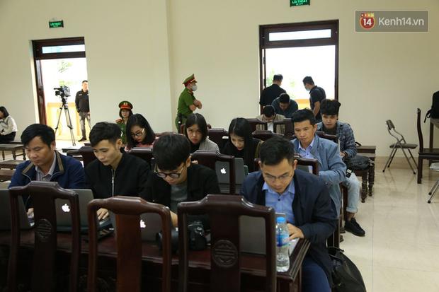 Mẹ mìn bắt cóc bé trai 2 tuổi ở Bắc Ninh bật khóc khi bị tuyên án 5 năm tù - Ảnh 5.