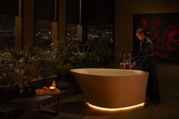 Dạo quanh phòng tắm công nghệ cao đặc biệt, nơi có thể điều khiển mọi thứ từ toilet đến gương bằng giọng nói với giá bán gần 400 triệu - Ảnh 7.
