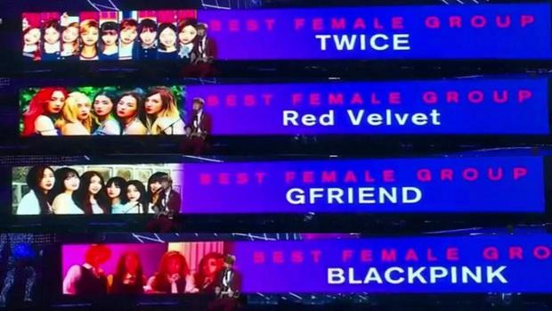 Trước khi làm hòa, MAMA từng bị nghi trả thù YG bằng cách bôi đỏ mặt BLACKPINK ngay trên sân khấu khiến fan phẫn nộ - Ảnh 3.