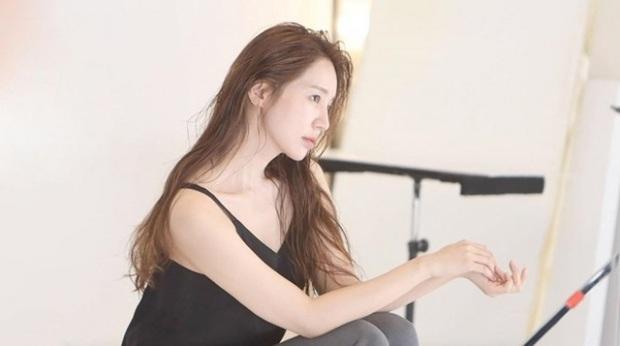 Lộ hậu trường chụp tạp chí của Yoon Eun Hye: Mặt đơ cứng không nhận ra, kéo đến ảnh A cut đã PTS cũng... không cứu nổi - Ảnh 3.