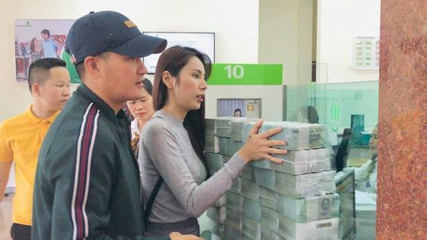 Thuỷ Tiên thông báo ngừng hỗ trợ tại Hải Lăng, Quảng Trị do có nhiều người khá giả đeo vàng, sơn móng chân đến nhận tiền - Ảnh 3.