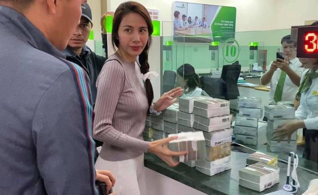 Thủy Tiên lên tiếng về vụ cán bộ thôn thu lại 400 triệu đồng cứu trợ, làm rõ chuyện bà con chê bánh chưng gây xôn xao - Ảnh 2.