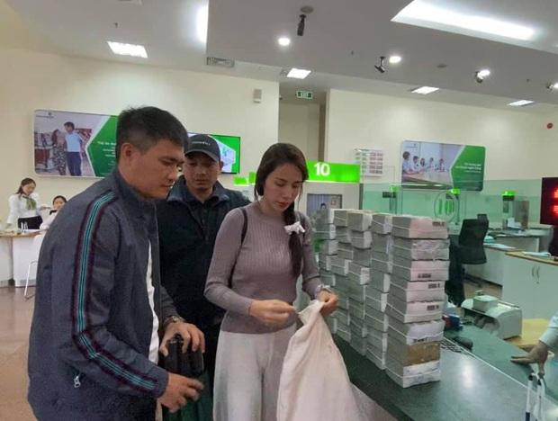 Thủy Tiên lên tiếng về vụ cán bộ thôn thu lại 400 triệu đồng cứu trợ, làm rõ chuyện bà con chê bánh chưng gây xôn xao - Ảnh 3.